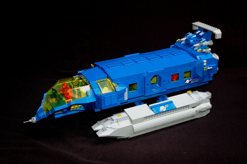 Lego classic space freighter the lego car blog for Modele maison lego classic