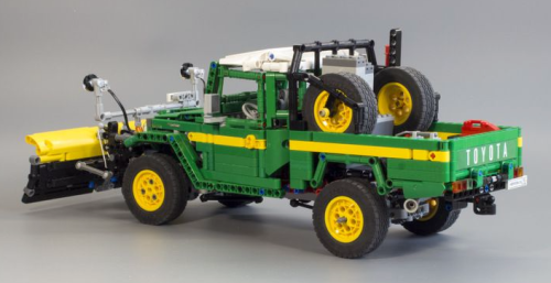 Lego Toyota Land Cruiser FJ45