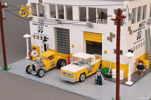 Lego Mooneyes Hot Rod Garage