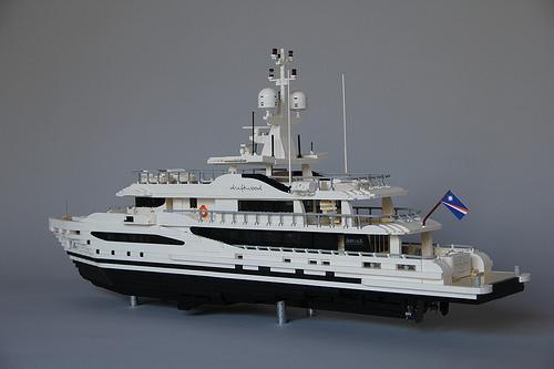 Lego AMELS 180 Superyacht Driftwood