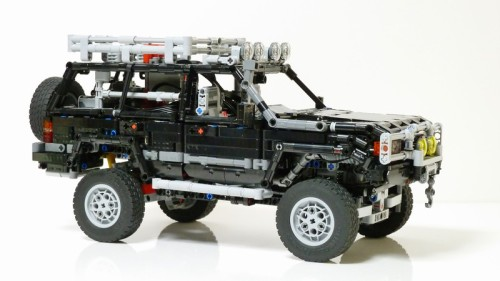 Lego Technic Toyota Land Cruiser 80 Series Remote Control