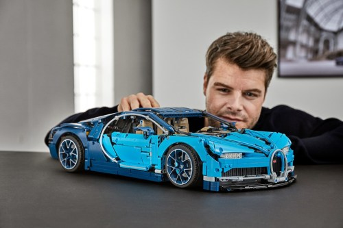 lego technic 42083 bugatti chiron set preview the lego. Black Bedroom Furniture Sets. Home Design Ideas