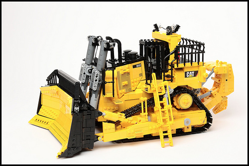 Lego RC Caterpillar D11T Bulldozer